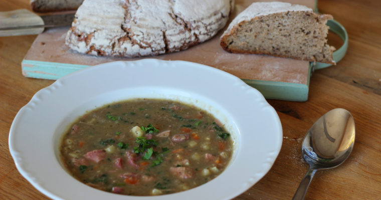 Přesnídávková čočková polévka s uzeným