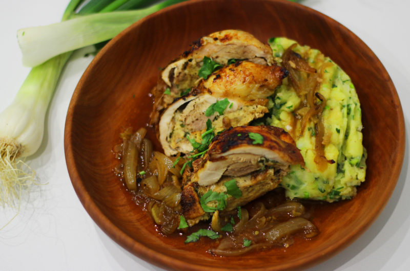 Kuře s jarní bylinkovou nádivkou a šťouchanými brambory od Viki