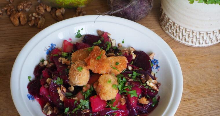Teplý podzimní salát               z červené řepy a cibule         se zálivkou z medu a hrušek a smaženými tvarůžky